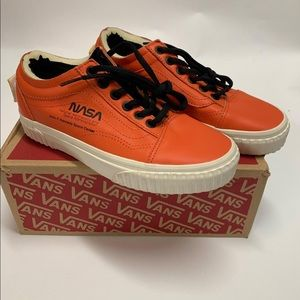 Nwt Vans NASA edition 6.0 women